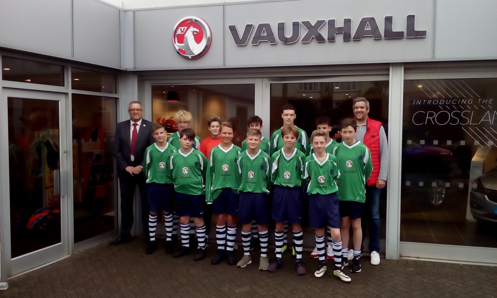Picador Vauxhall sponsor Lyndhurst Junior Football Club under 14's